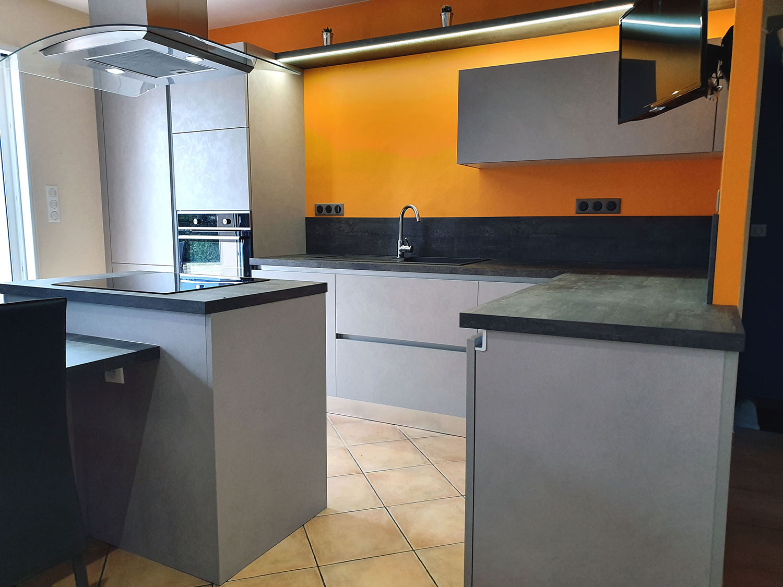 La cuisine est équipée de grand tiroirs