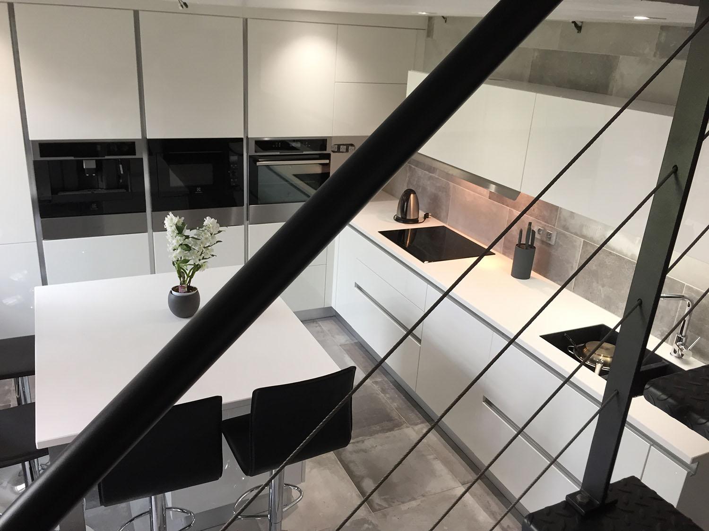 vue de la cuisine depuis mezzanine