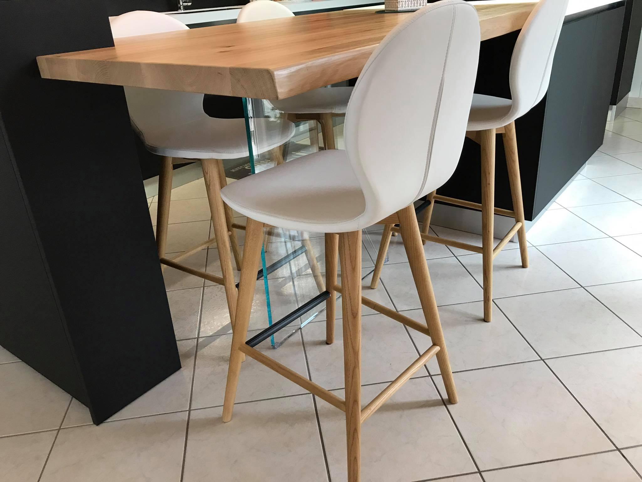 Chaise design blanche modèle Nina