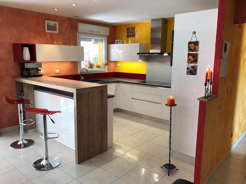 Cuisine Vair sur Loire meubles  laqués blanc et rubis