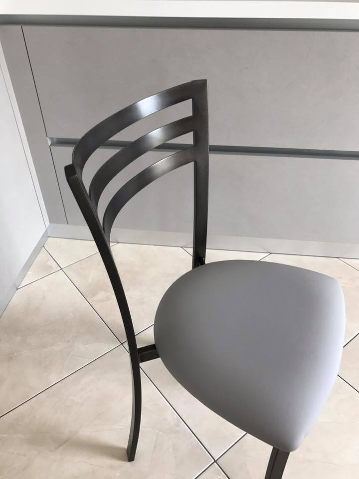 Chaise de cuisine simple et  design