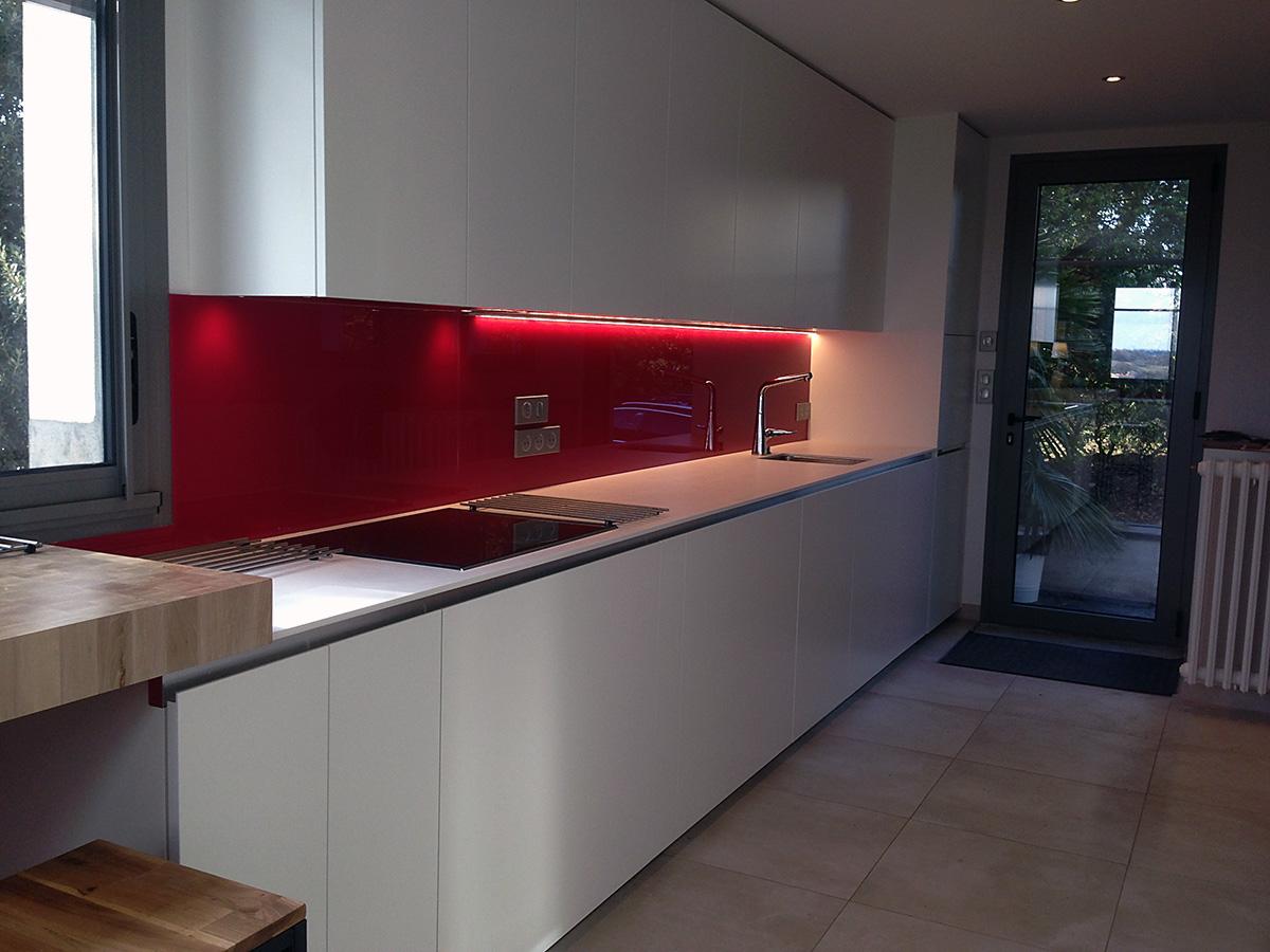 Alignement de meuble haut de cuisine laqué blanc