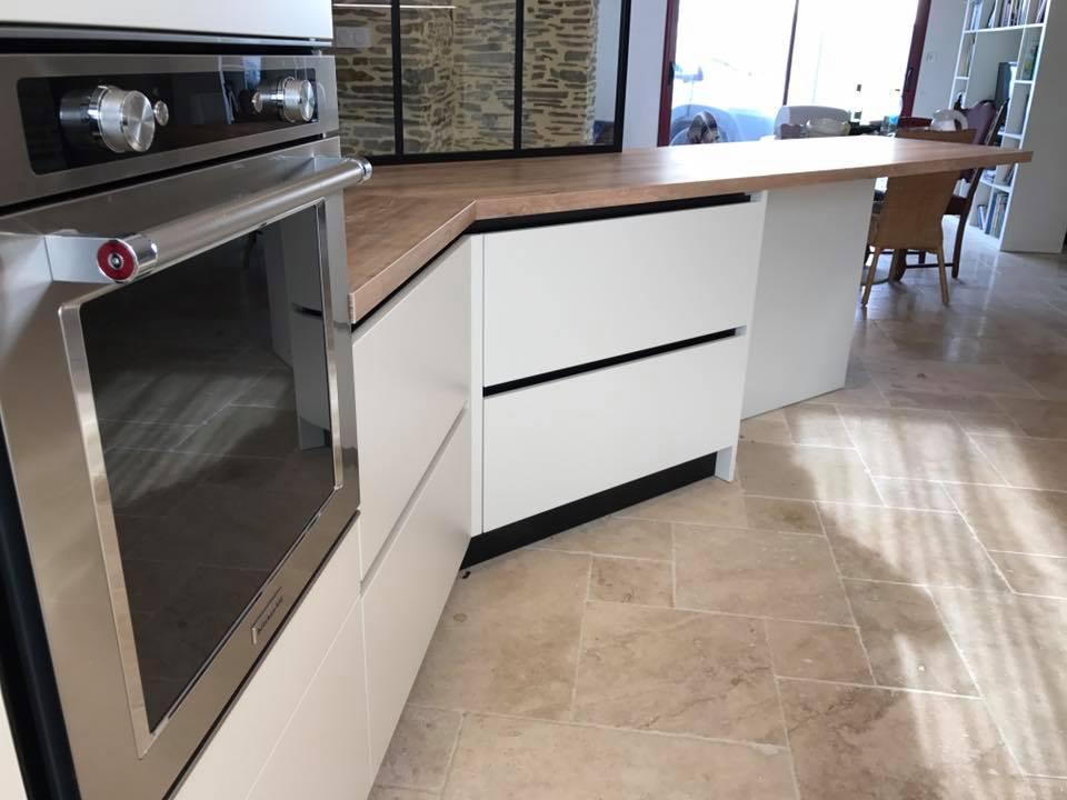 D'autres tiroirs dans la cuisine au coté du four kitchenaid