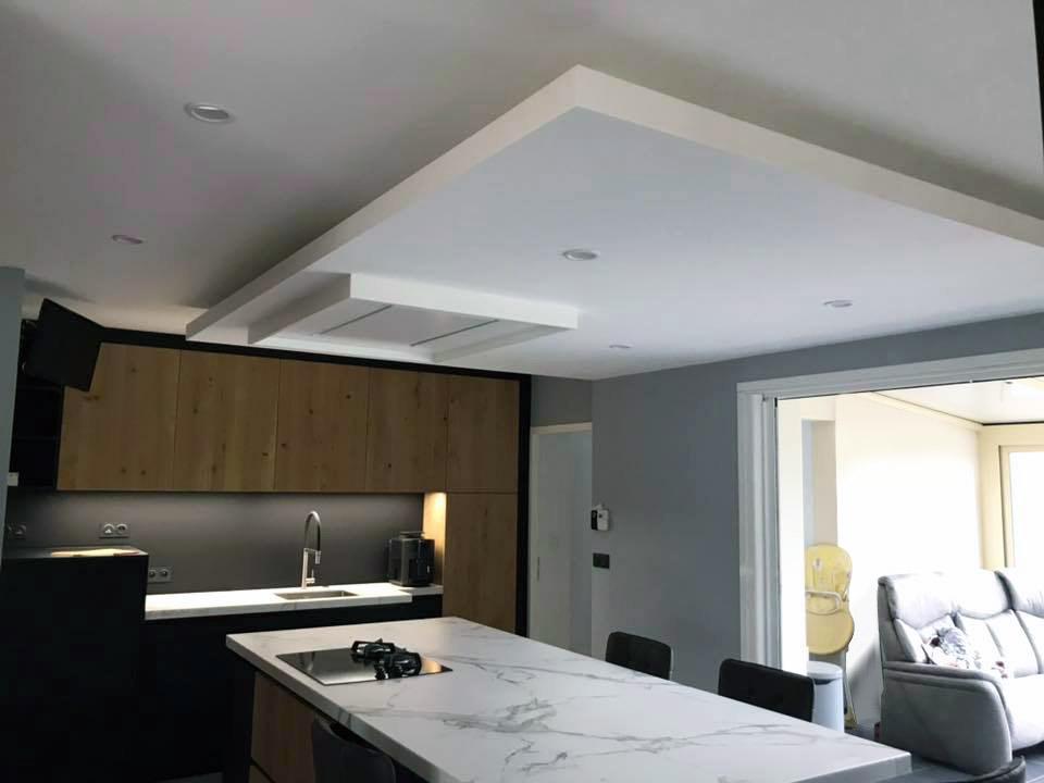 Faux plafond suspendu avec éclairageindirect Led