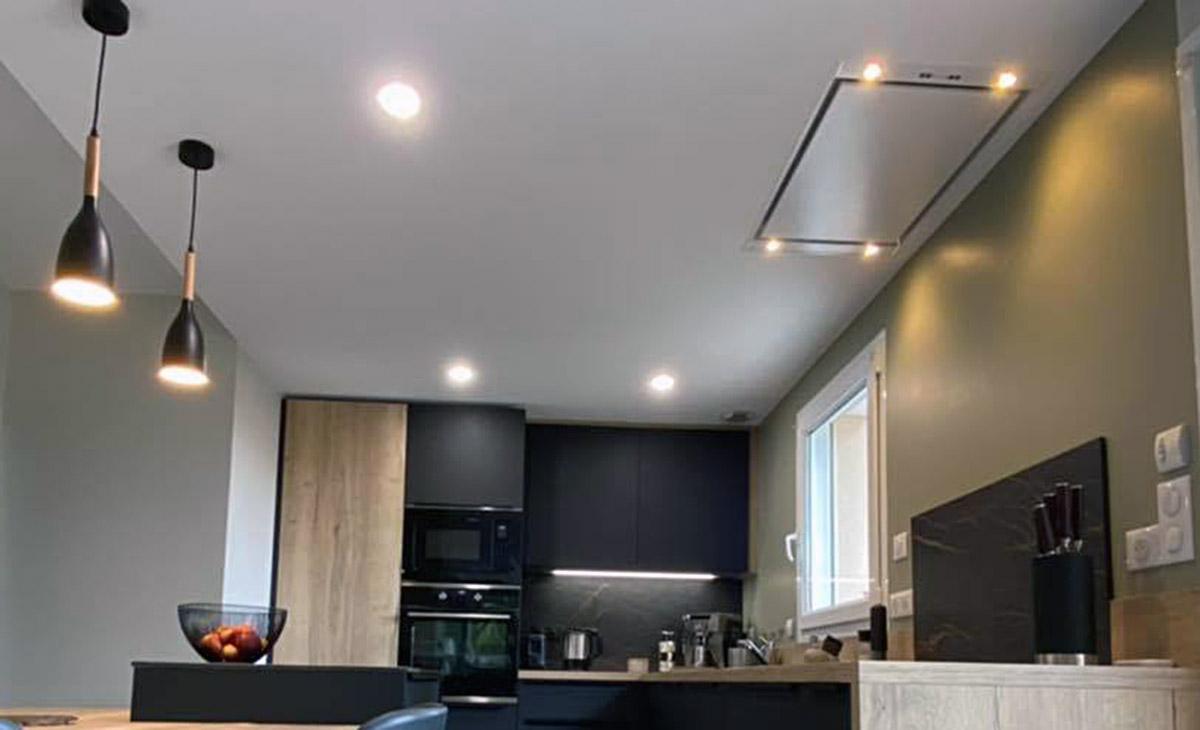 Ensemble d'aménagement pour l'éclairage LEDs plafond, suspension et éclairage hotte