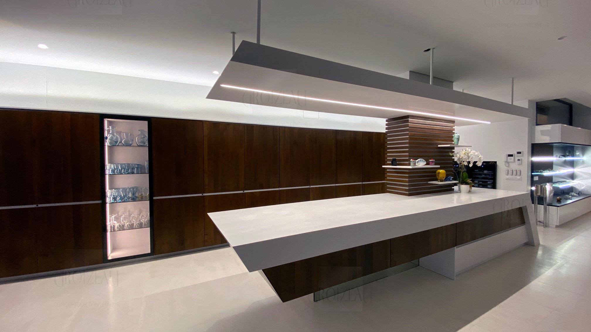 Grand linéaire de meuble de cuisine avec ilot ultra design
