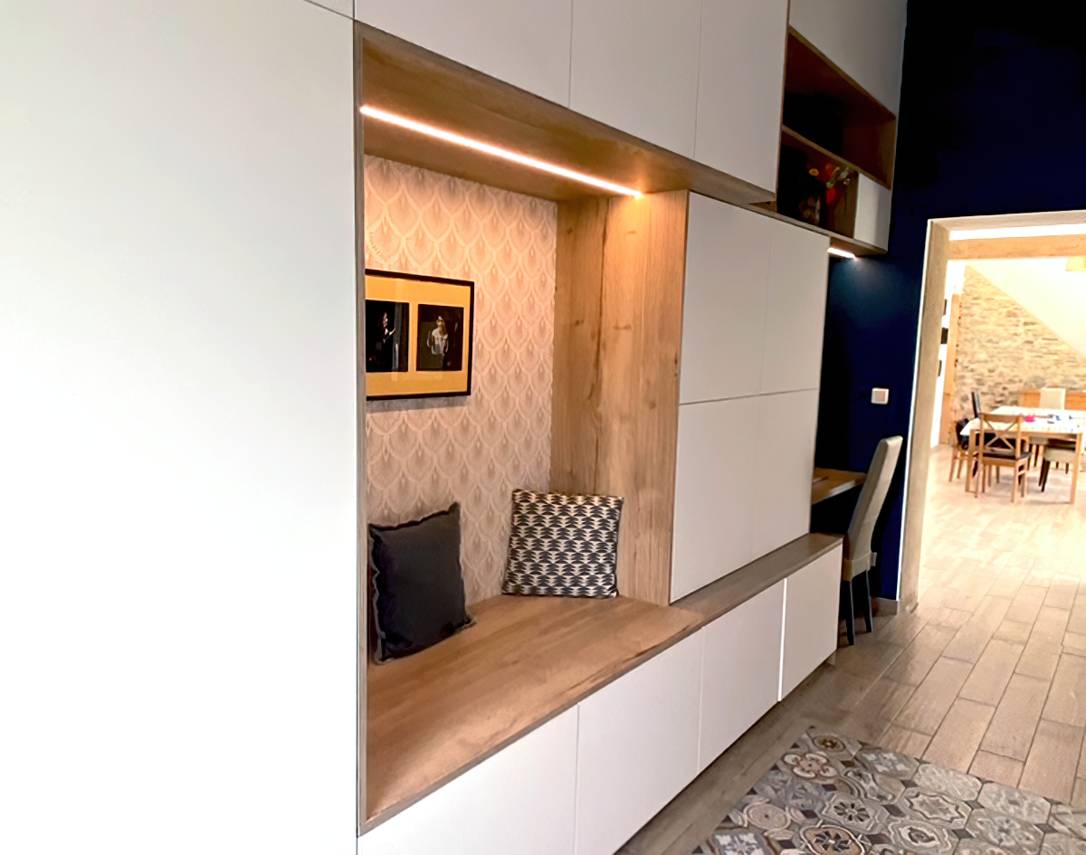 Meuble d'entrée blanc avec niche chêne et bureau