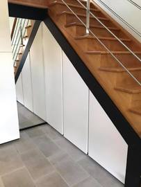 meuble sous escalier blanc