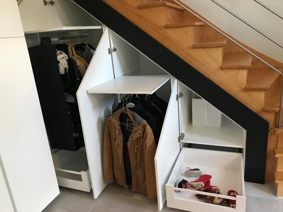 Placard d'entrée et meubles sous escalier