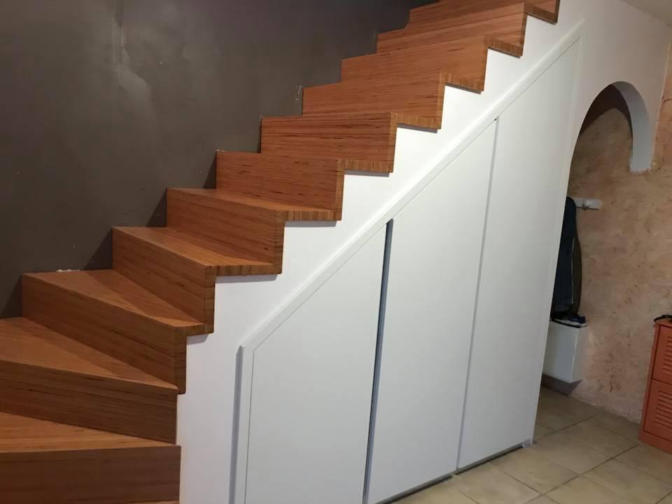 Escalier en chçne massif avec marche et contremarche