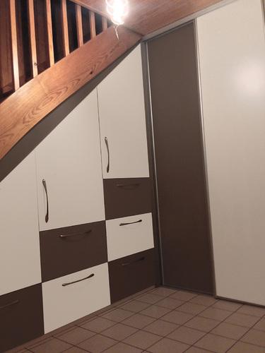 Dressing sur mesure et chambre - Tiroir sous escalier ...