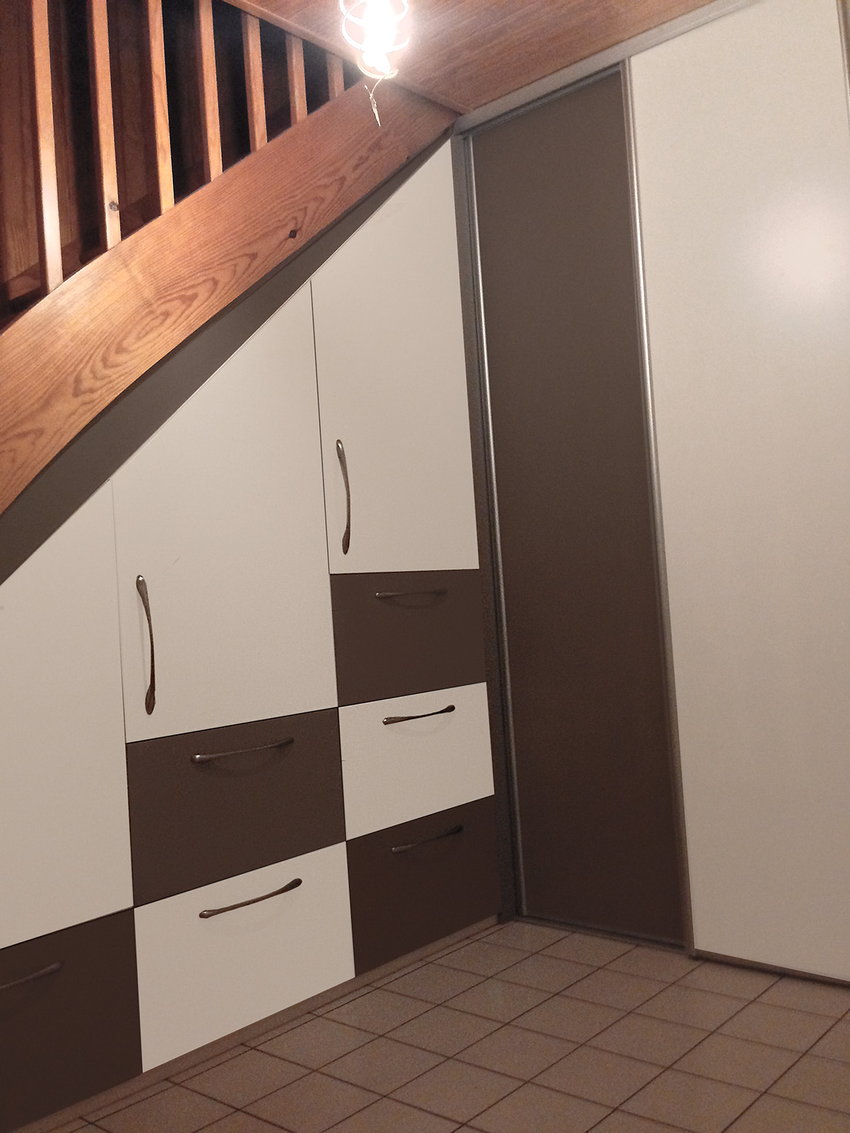 Dressing Sur Mesure Et Chambre # Meuble Tv Sous Escalier