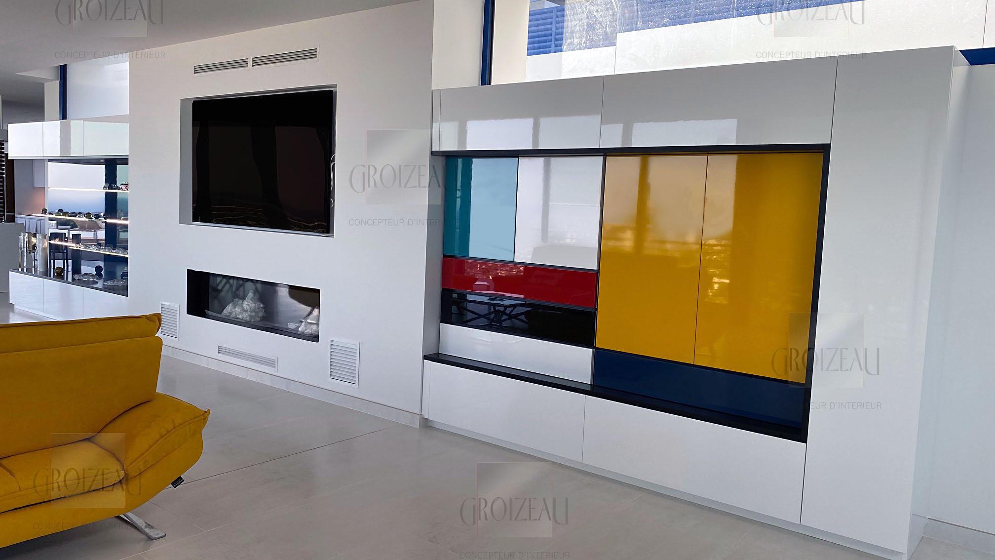 Cheminée intégrée dans placard en couleur sur mesure installée à La baule