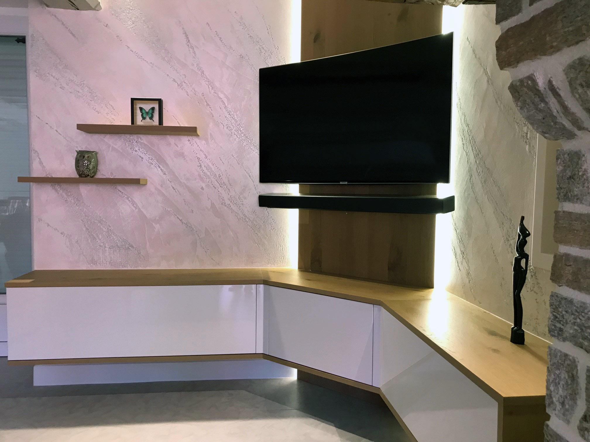 Abattant de porte blanc métallisé, pour un grand volume de rangement, facile d'accès.