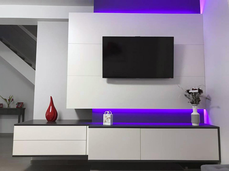 meubles suspendus avec eclairage led indirect violet