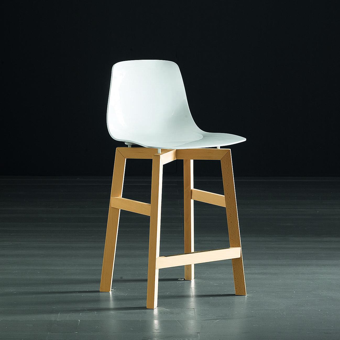 TESS avec assise blanche et pied clair en chêne