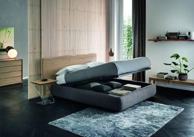 Lit en chene massif recouvert de tissus avec tete de lit deco
