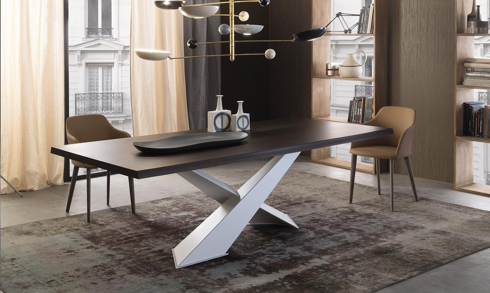 Table Riflessi Living avec pied acier blanc et plateau chêne peint noir