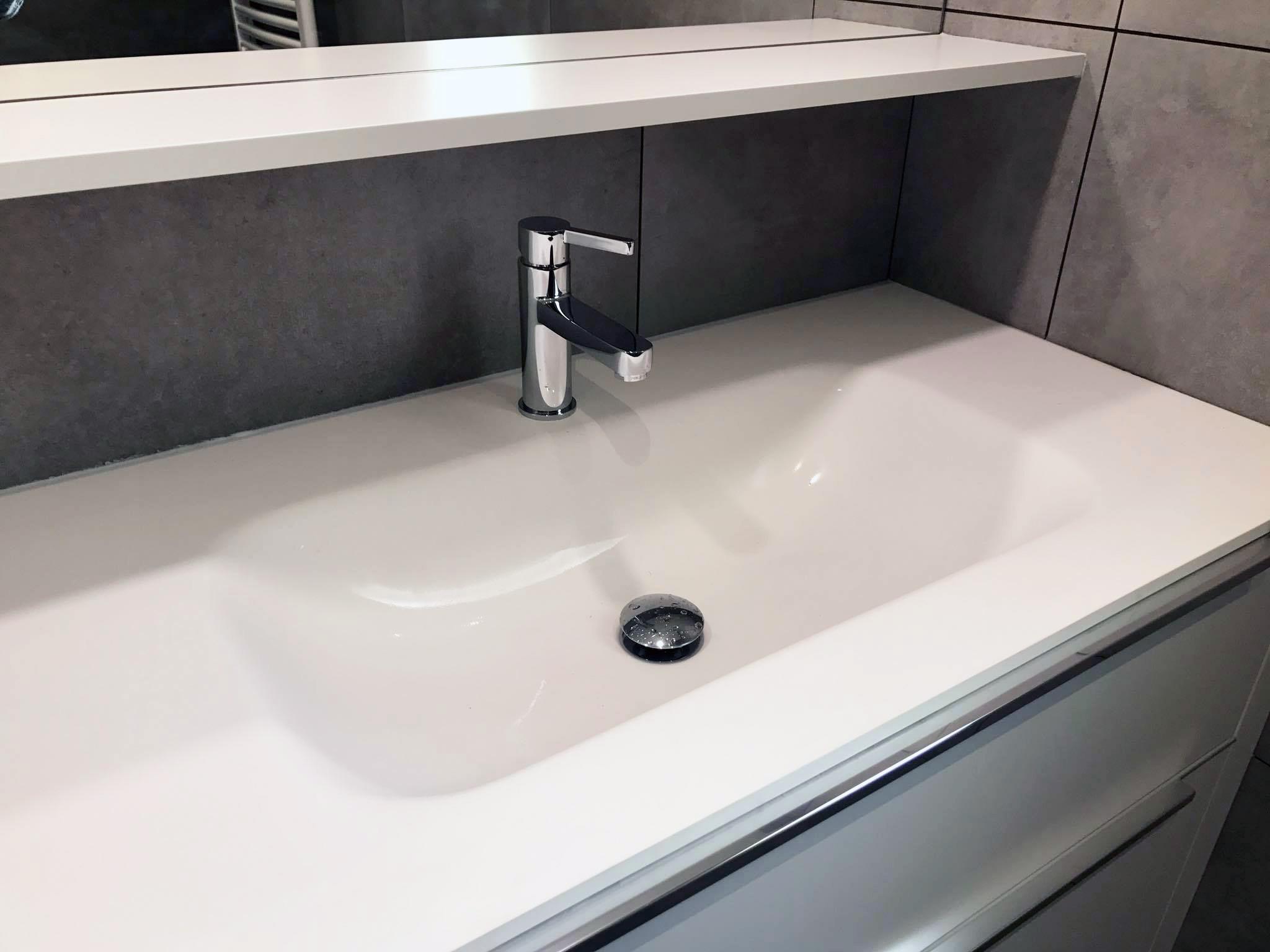 plan et vasque simple en solid surface