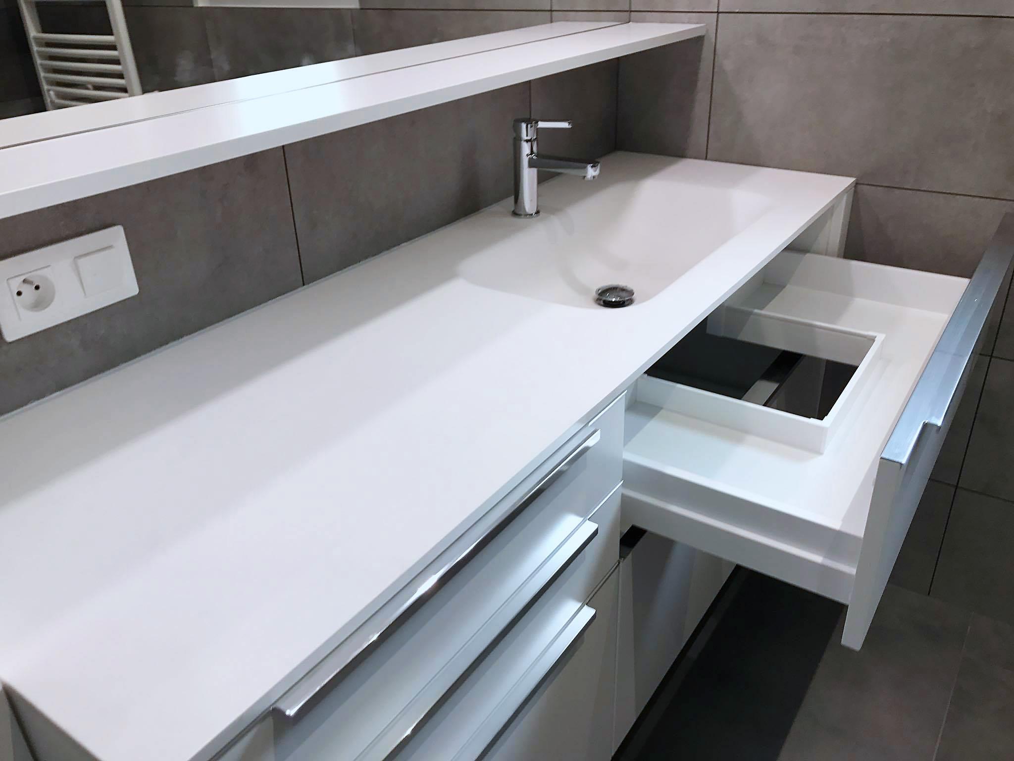 Tiroir sur mesure pour s'integrer sous la vasque