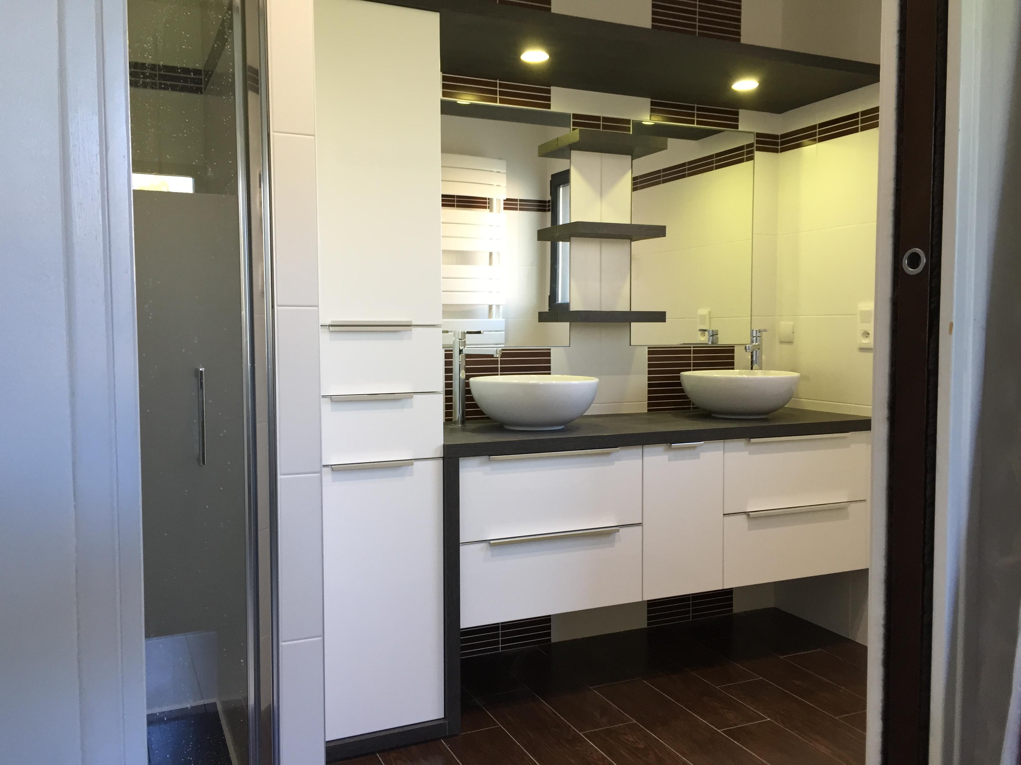 Meuble de salle de bains avec eclairage integré