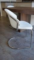 Chaise blanche confortable cuisine ou  salon