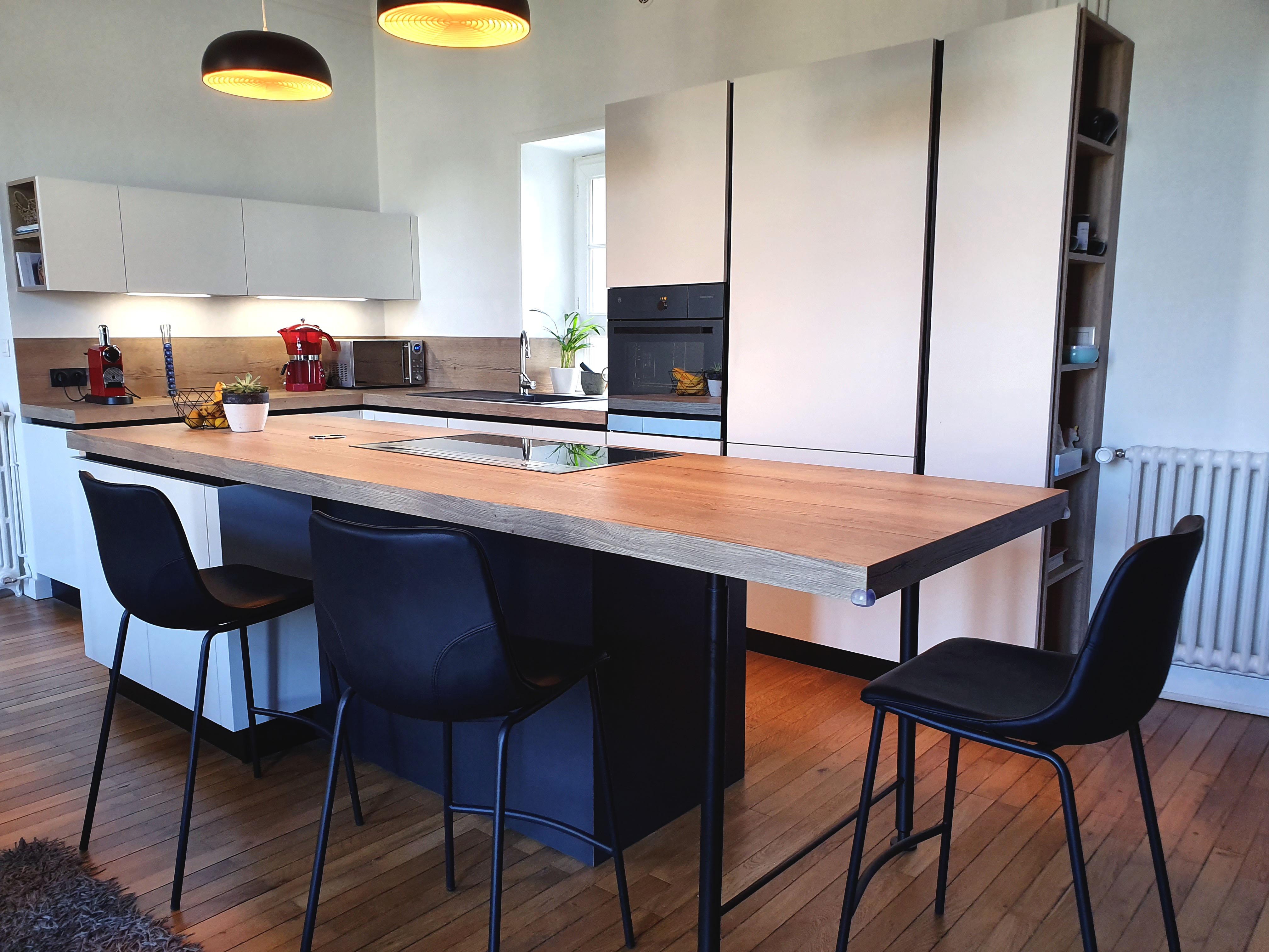 Ilot Central Et Table showroom cuisiniste ancenis, nantes, riaillé