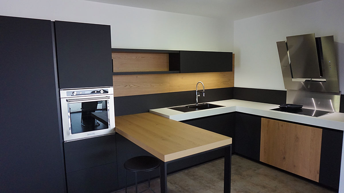 Showroom cuisiniste ancenis nantes riaill for Table pour cuisine equipee